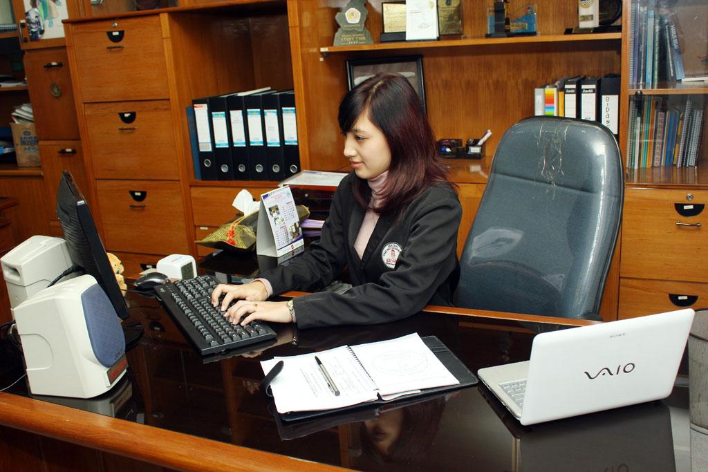 Mau Belajar Administrasi Perkantoran